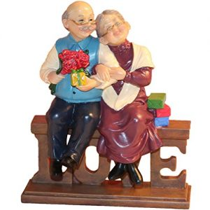 DreamsEden Loving Elderly Couple Figurines, Old Age Life Resin Home Decoration with Gift Card for Anniversary Wedding (Love)